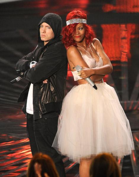 Rihanna-Eminem-MTV-VMAs-2010
