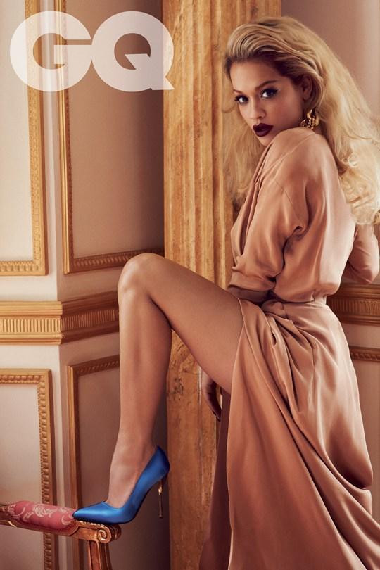 Calendario Gq.Rita Ora Goes Topless For Gq Flavourmag