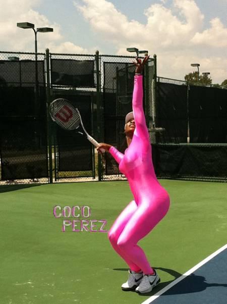 serena-williams-bright-pink-bodysuit-tennis-return__oPt