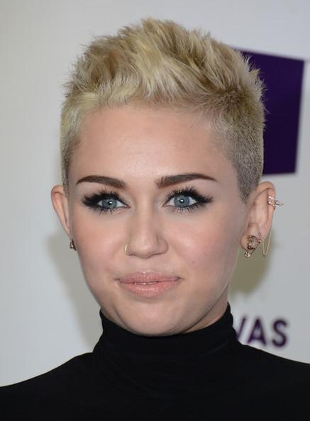Miley+Cyrus+Body+Piercings+Nose+Piercing+zxmWd5dKcMzl