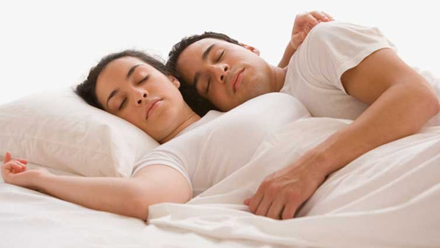 Choosing the best bed for both of you FLAVOURMAG. Romantic Images Of Couple In Bed