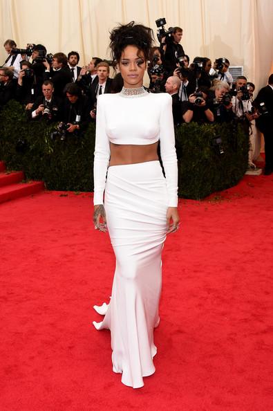 Rihanna+Red+Carpet+Arrivals+Met+Gala+Part+PlRfNJQk0RPl