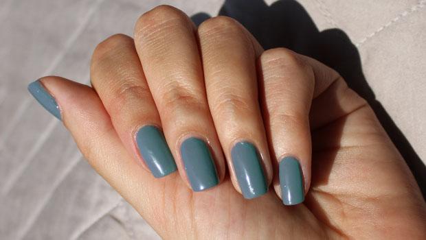 Ruby Wing nail varnish grey