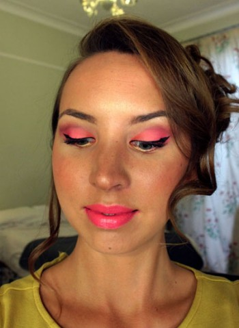 sleek rio rio palette makeup, bright pink and gold carnival eyes