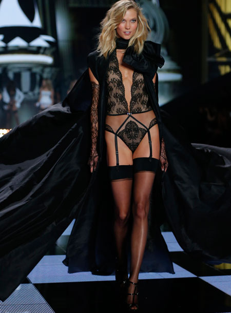 fashion-show-runway-2014-angel-ball-karlie-victorias-secret