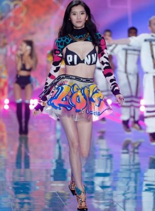 e20a3263f7 Victoria s Secret Fashion Show 2014 - Best Runway Photos