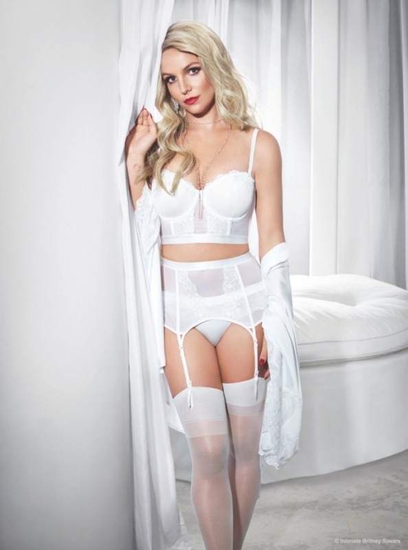 britney-spears-lingerie-swimsuit-intimate-collection05