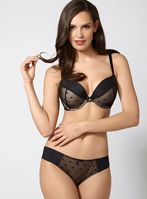 Layered in a fabulous spot mesh, we love this black and nude microfibre bra. This lightly padded style is sure to give you generous support while the low plunge will create subtle cleavage, perfectly finished off with a delicate ribbon bow to the centre. A gold Boux charm to the centre and gold rings and slides complete this look.