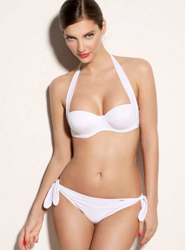 Inspired by the golden sands of Martinique this chic white multiway bikini top is fit for any beach goddess. This underwired style is totally flattering for your figure, giving you great lift and shape when you're on the beach, while the removable pad will give you an extra bit of oomph. Wear the side sling ties as either a halter neck or tie behind for a strapless style. In soft touch fabric this bikini top is also fully lined for comfort.