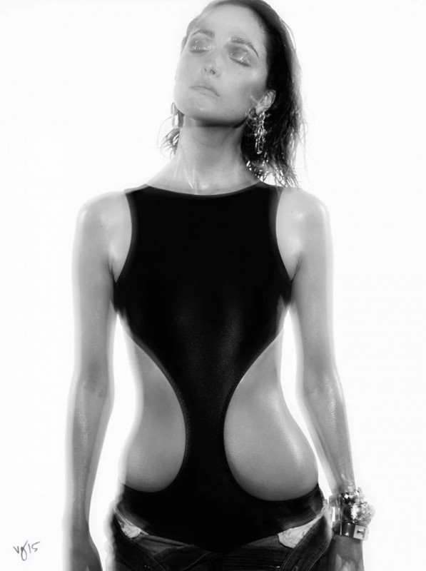 Rose-Byrne-Violet-Grey-Photo-Shoot04