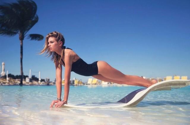 Stella-Maxwell-Swimsuit-Photos03-800x1444