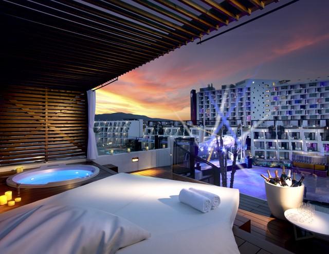 Rock Stra Platinum terrace