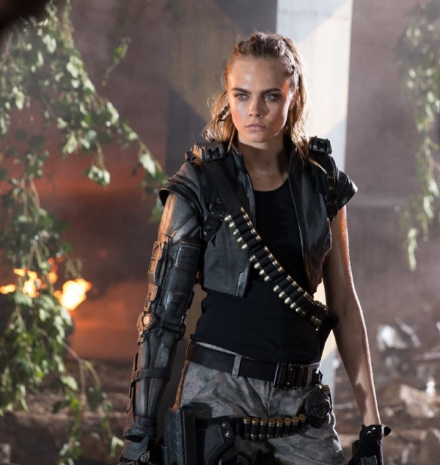 Cara-Delevingne-Call-Duty-Black-Ops-Commercial02