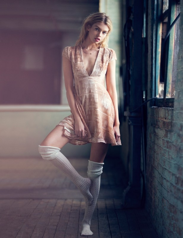 Stella-Maxwell-Urban-Outfitters-Holiday-2015-12