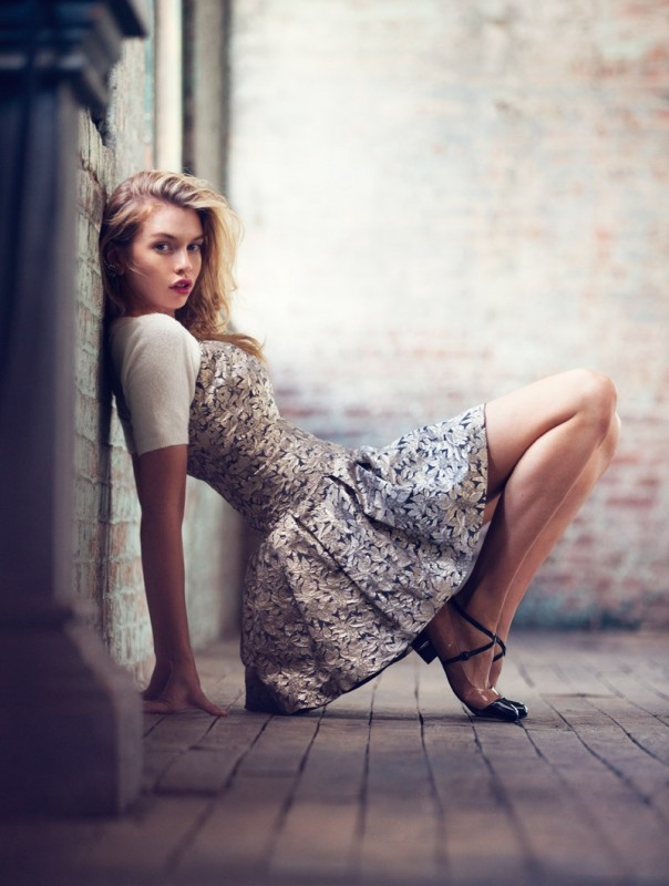 Stella-Maxwell-Urban-Outfitters-Holiday-2015-13