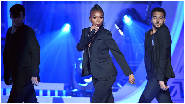 Brandy performing at the Soul Train Awards 2015