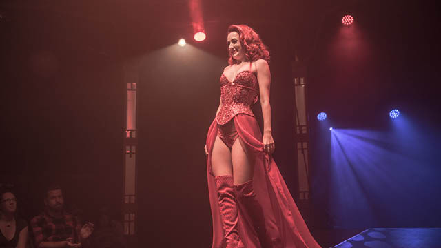 Miss Polly Rae - Between the sheets burlesque