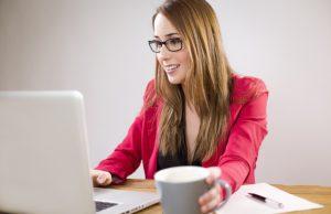 Online Dating women using her computer