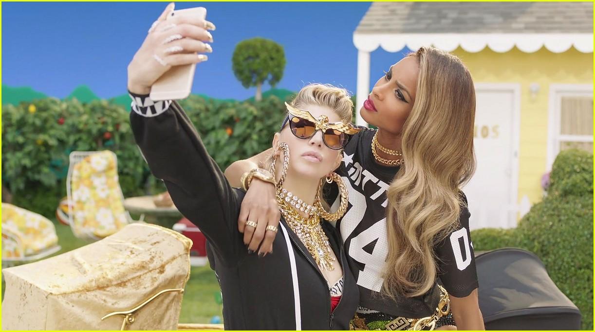 Fergie's lesbian romp in raunchy new photo