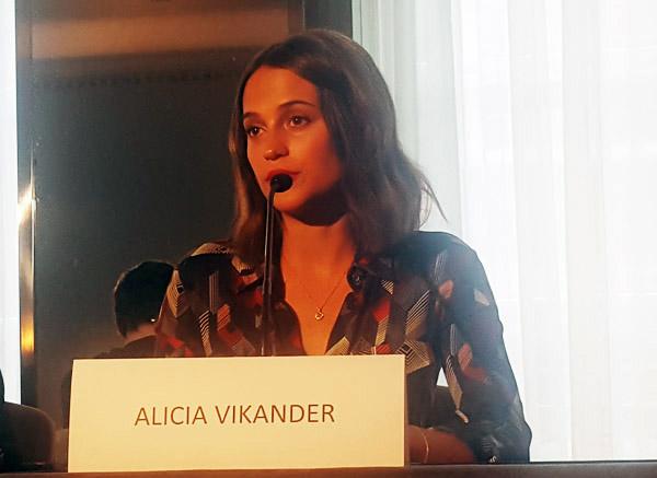 the-light-between-oceans-alicia-vikander
