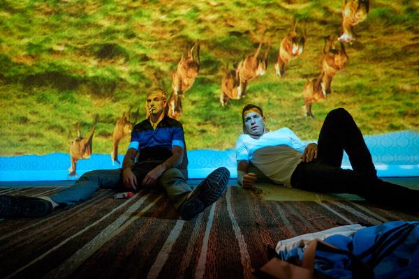 Simon (Jonny Lee Miller) and Mark Renton (Ewan McGregor)