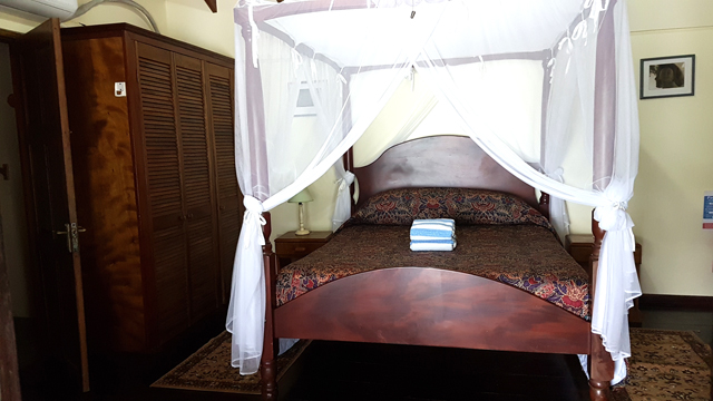 The queen size four poster bed