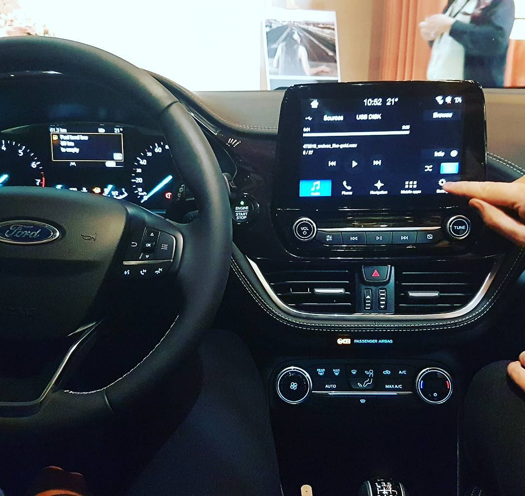 Ford Fiesta Vignale dashboard