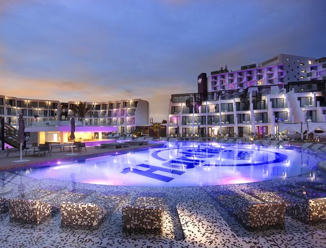 Hard Rock Hotel Ibiza SplashPool_Night