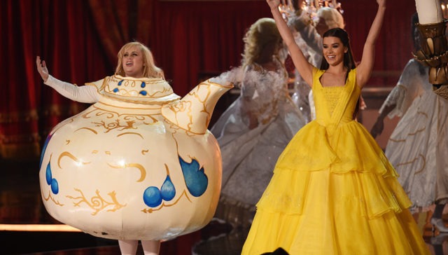 The opening performance with Rebel Wilson and Hailee Steinfeld