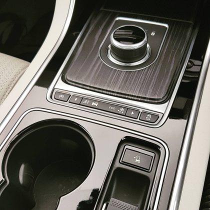 Jaguar XE Portfolio circular gear shift dial