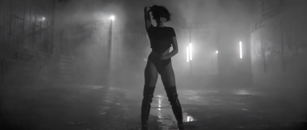 Jessie J - think about that sexy photos