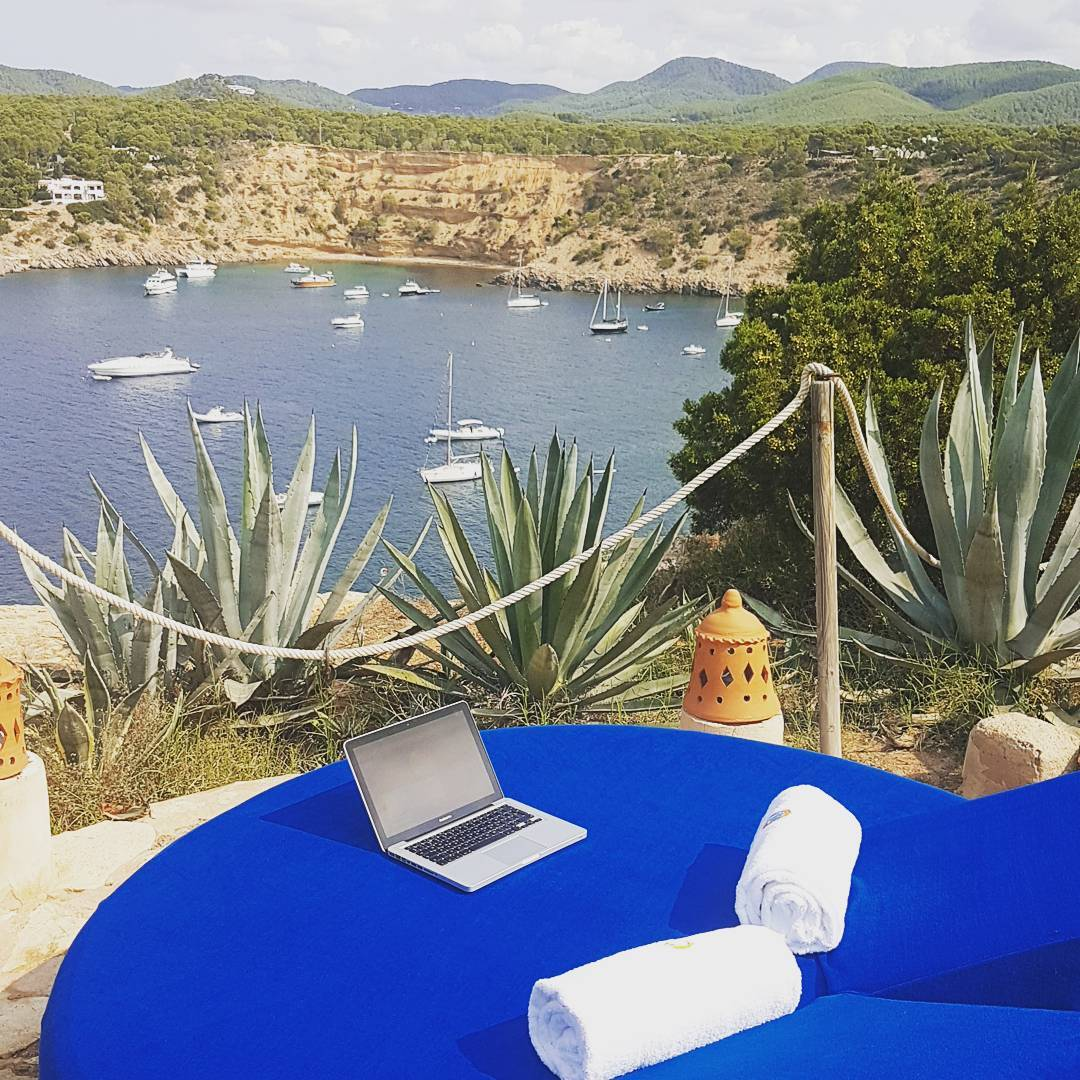 To work or not to work at Hotel Las Brisas