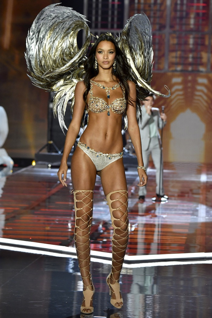 Lais Ribeiro walks the 2017 Victoria's Secret Fashion Show wearing the 'Champagne Nights' Fantasy Bra