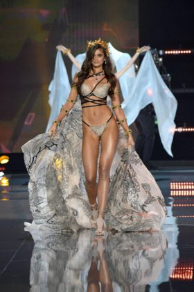 Taylor Hill walks the 2017 Victoria's Secret Fashion Show