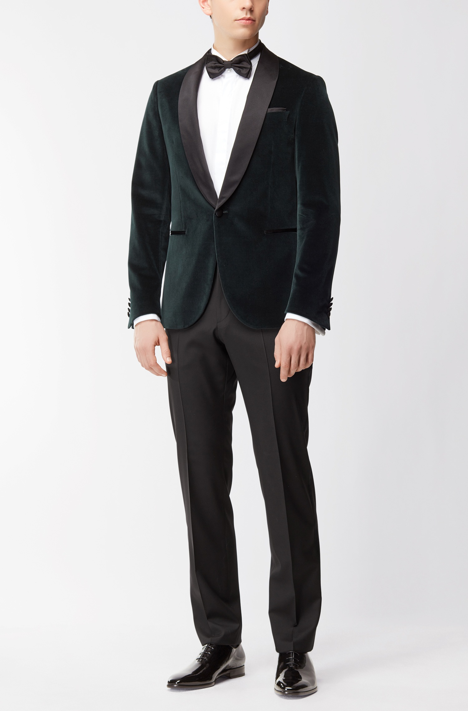 Velvet dinner jacket in a slim fit with silk lapels