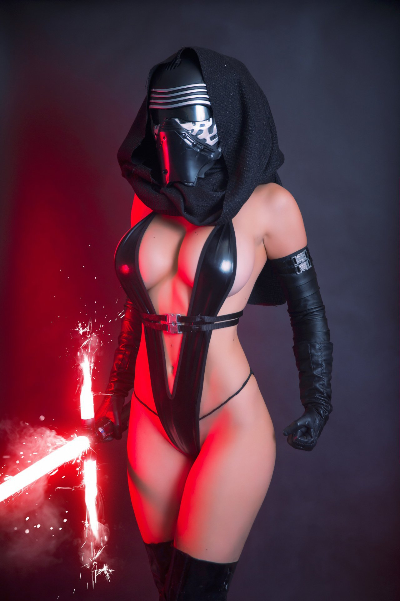 Is Jessica Nigri the sexiest Jedi Warrior ever