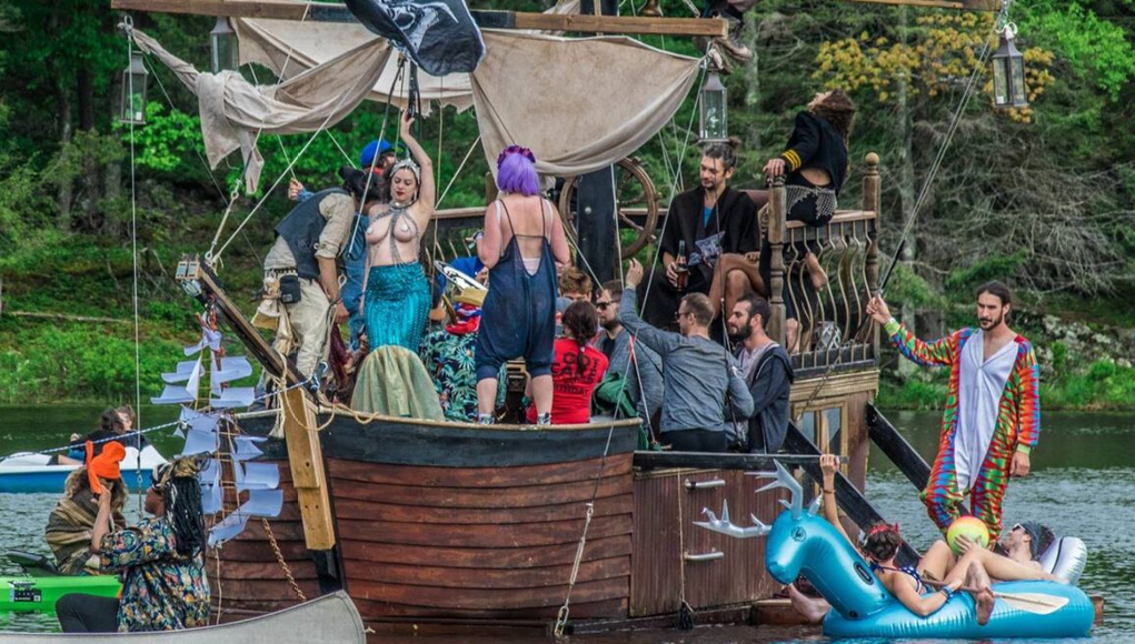 Pirate Ship at Elements Lakewood 2018