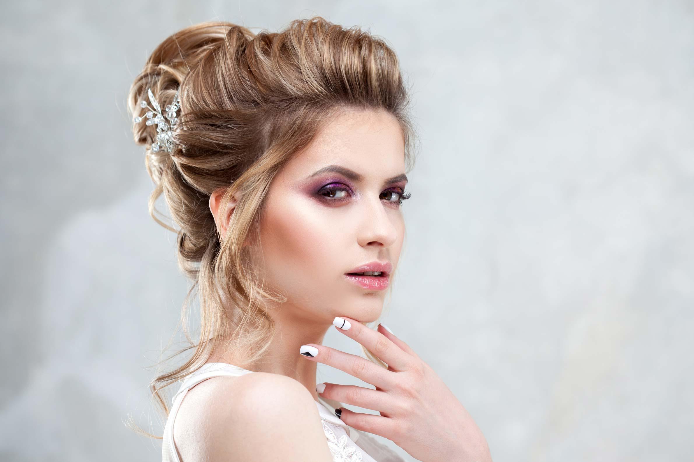 Wedding hair bride with wedding updo